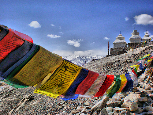 tibetan prayer flags auspicious days
